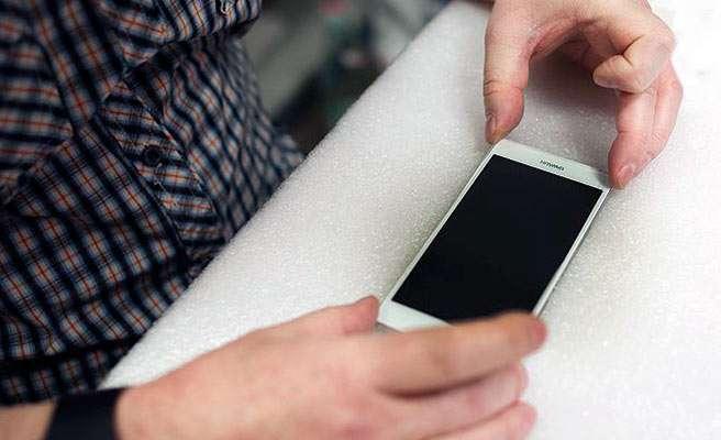 Як клеїти захисне скло на мобільні пристрої